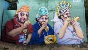 Граффити Россия — Испания болельщики в кокошниках едят