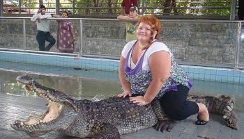 Толстуха на крокодиле
