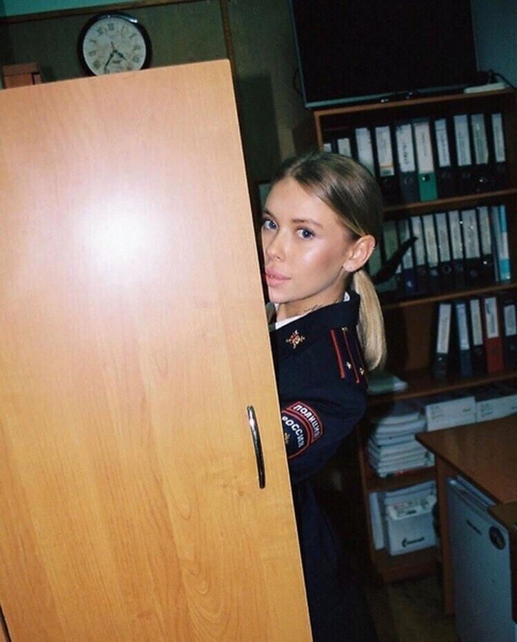 Скандальная блогерша в форме МВД Алина Тапилина слив фото 18+