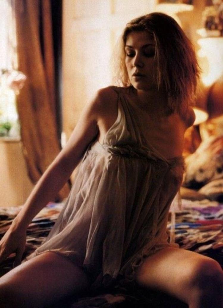 Розамунд Пайк горячие интим фото