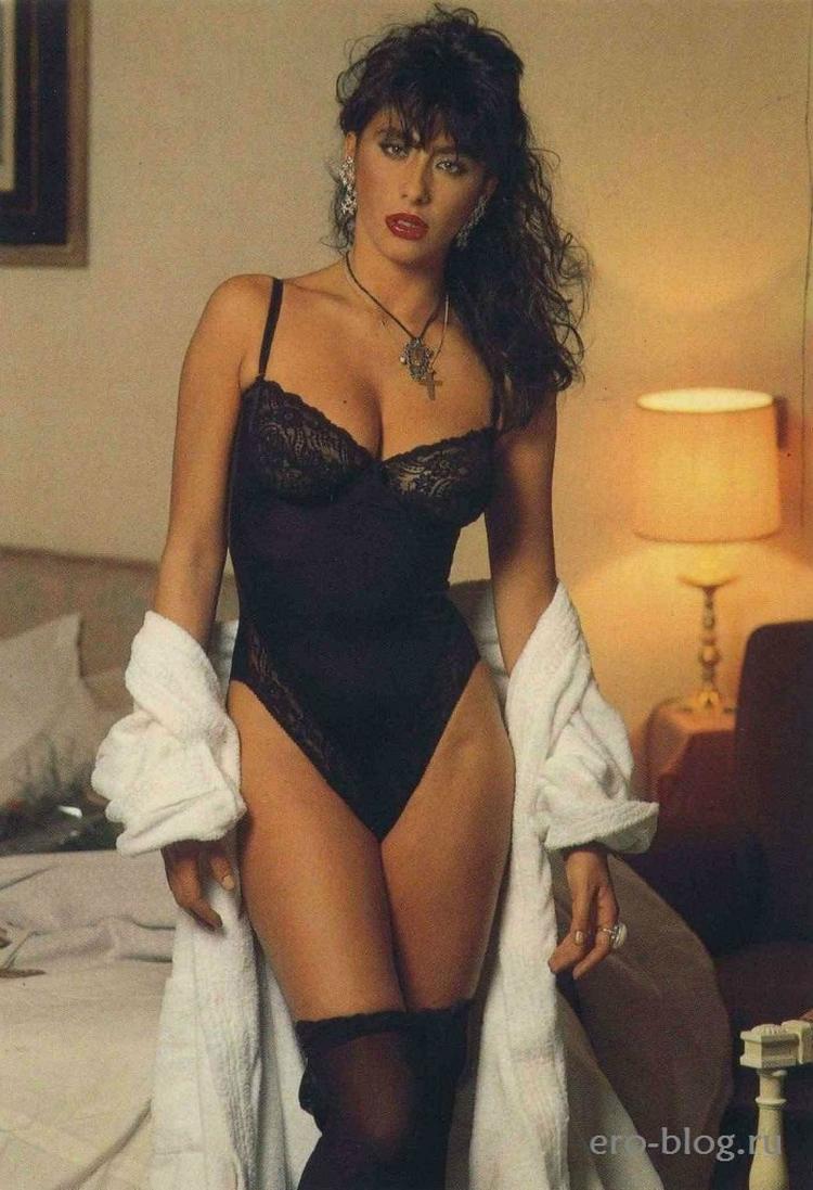 Итальянская фотомодель, актриса и певица Сабрина Салерно горячие интим фото