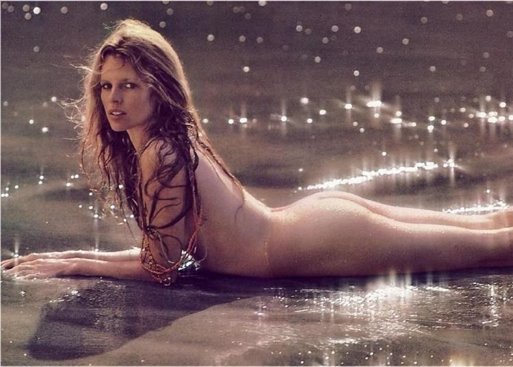 Американская актриса, модель и певица Ким Бейсингер горячие интим фото