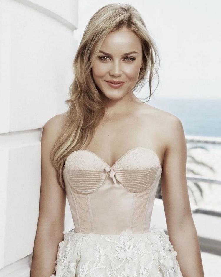 Австралийская актриса Эбби Корниш горячие интим фото