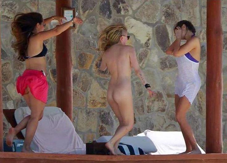 Канадская певица Аврил Лавин горячие интим фото