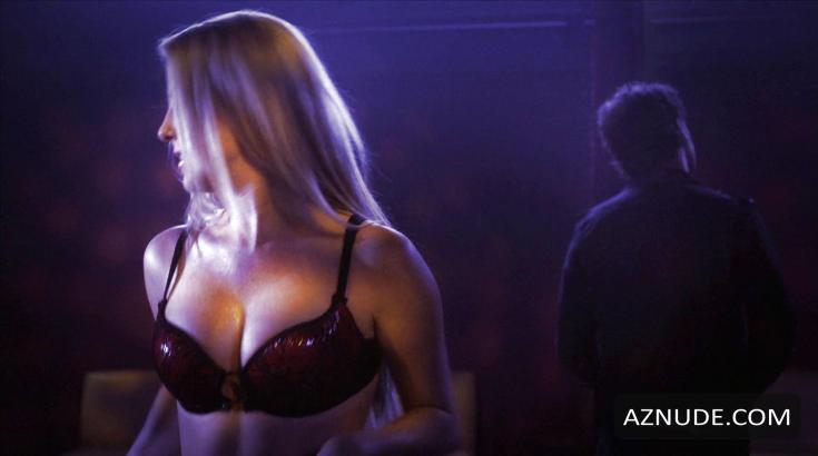 Канадская актриса Челан Симмонс горячие интим фото