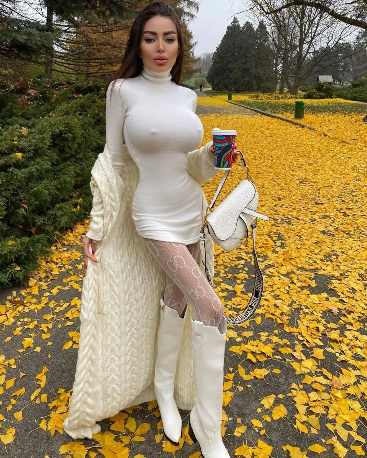 Слив фото Alena Omovych горячие интим фото
