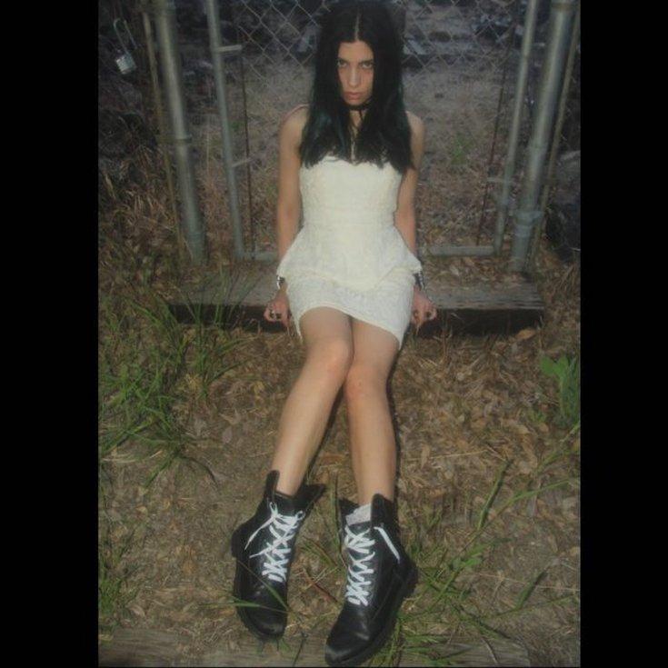 Участница панк-группы Pussy Riot Надежда Толоконникова горячие интим фото