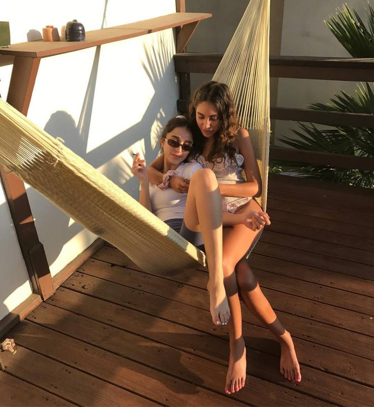 Дочка Джонни Деппа и Ванессы Паради Лили-Роуз Депп горячие интим фото