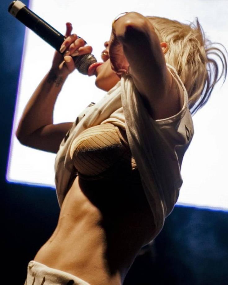 Певица из Die Antwoord Йоланди Фиссер горячие интим фото
