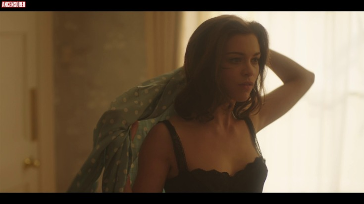 Британская актриса Софи Куксон горячие интим фото